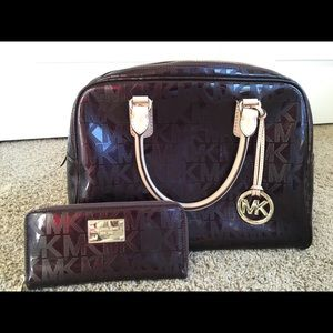 Pre-owned MK Signature Patent Purse & Wallet Set
